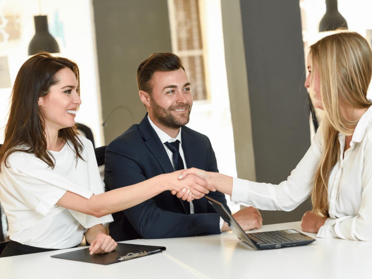 Hướng dẫn Giới thiệu bản thân: 4 Tips dành cho buổi phỏng vấn thành công