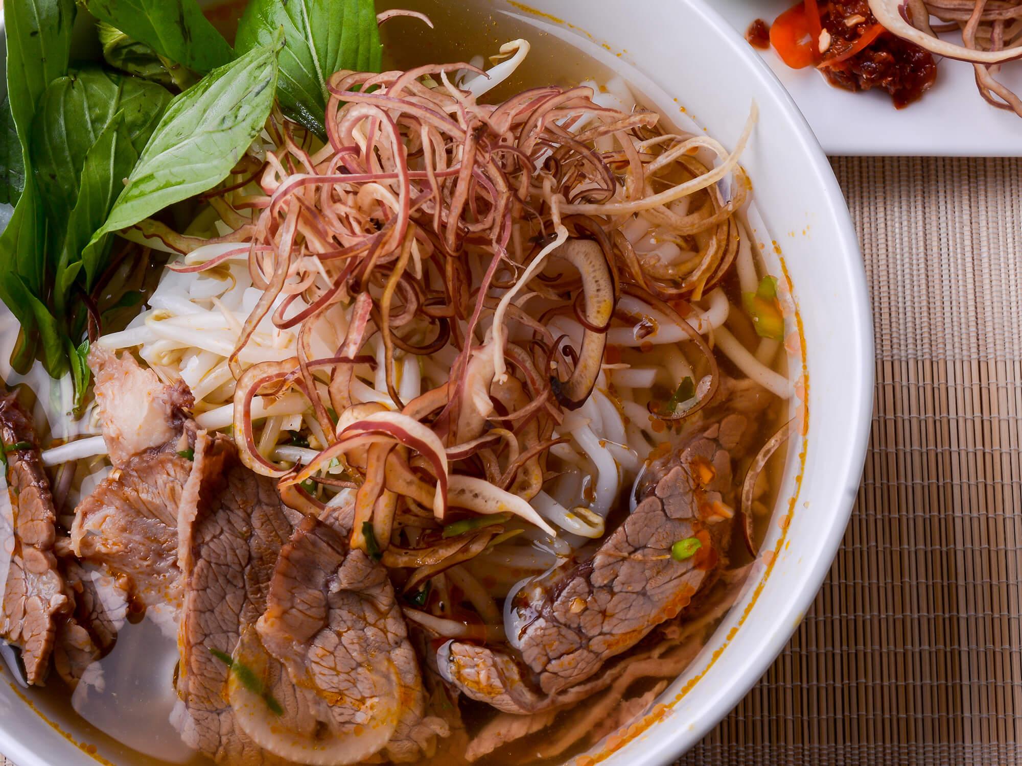 Quán Ngự Bình – Quán Bún Bò Nổi Tiếng Ở Sài Gòn