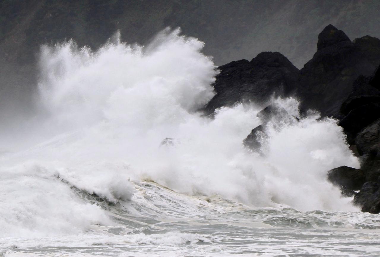Miền Trung khả năng hứng bão, miền Bắc xảy ra băng giá trong tháng 12
