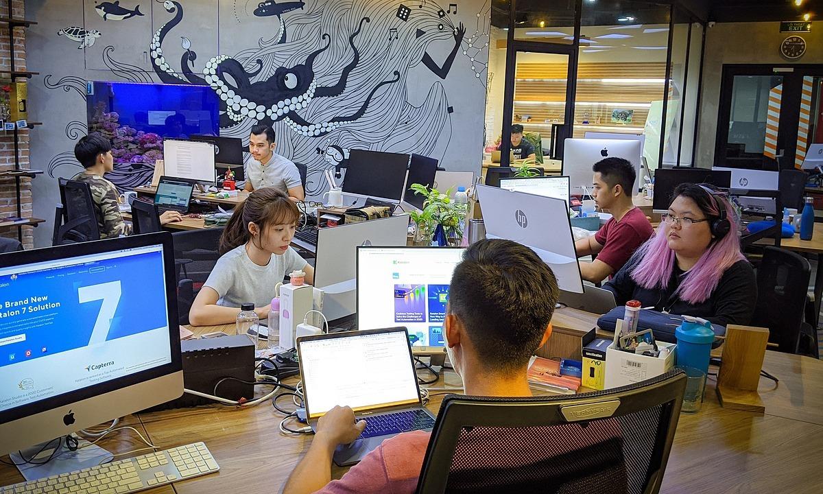 Lương nhân viên IT kinh nghiệm bằng sếp ngành khác