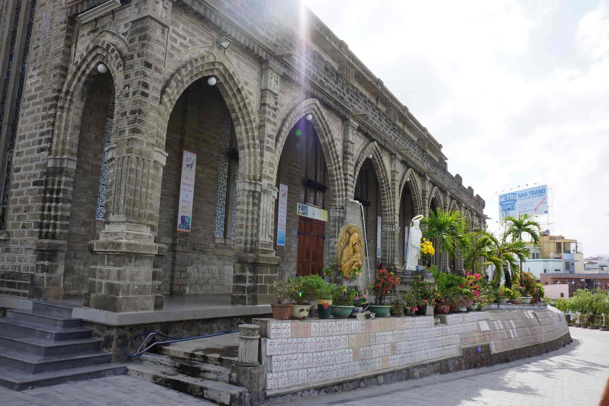 Nhà Thờ Đá Nha Trang - Nhà Thờ Kiến Trúc Gothic Đẹp Nhất Việt Nam